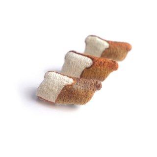 パンのブローチ