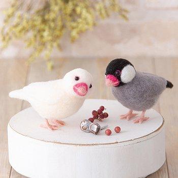 ハマナカ アクレーヌでつくる桜文鳥と白文鳥 H441-526