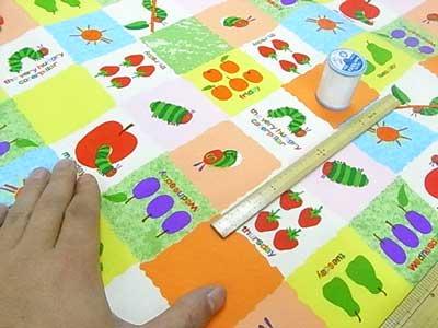 ■廃番■ はらぺこあおむし 生地 キャラクターオックス布地 フルーツブロック オレンジ 【参考画像3】