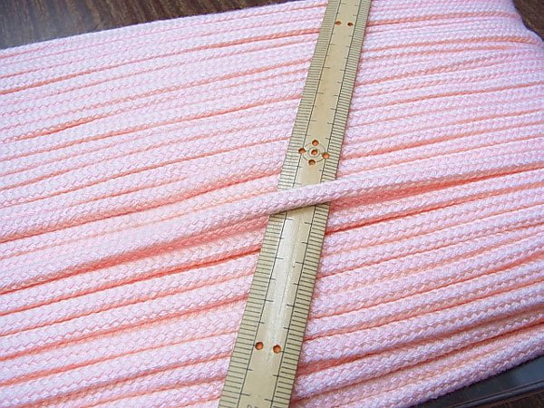 アクリルひも 薄ピンク 太さ約5x3mm 1反約50m 【参考画像1】