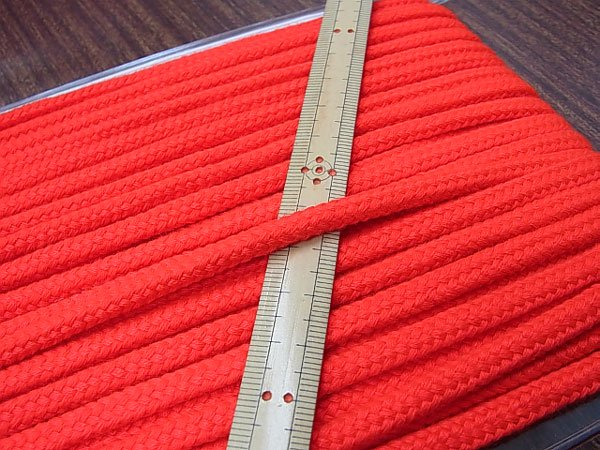アクリルコード スピンドル紐 明るい赤 太さ約7x4mm 1反約25m 【参考画像1】