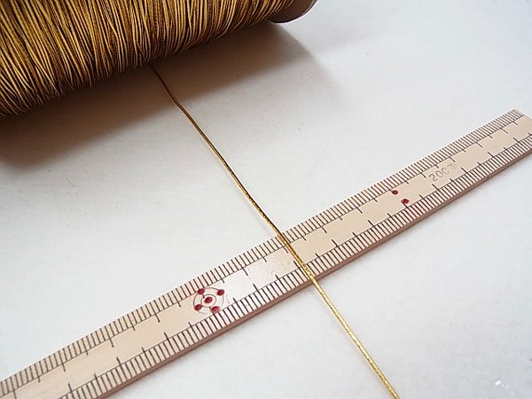 ラメゴム 極細 ゴールド 金 直径約0.9mm 大巻・ボビン巻 300m乱 【参考画像3】