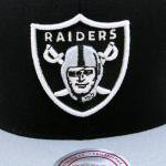 Mitchell & Ness SnapBack Cap Oakland Raiders(BLACK/GRAY)/ミッチェル&ネス レイダース<img class='new_mark_img2' src='https://img.shop-pro.jp/img/new/icons51.gif' style='border:none;display:inline;margin:0px;padding:0px;width:auto;' />