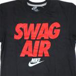 NIKE SWAG AIR T-SHIRT(BLACK/RED)/ナイキ スワッグ エアー Tシャツ<img class='new_mark_img2' src='https://img.shop-pro.jp/img/new/icons51.gif' style='border:none;display:inline;margin:0px;padding:0px;width:auto;' />