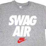 NIKE SWAG AIR T-SHIRT(GRAY/WHITE)/ナイキ スワッグ エアー Tシャツ<img class='new_mark_img2' src='https://img.shop-pro.jp/img/new/icons51.gif' style='border:none;display:inline;margin:0px;padding:0px;width:auto;' />