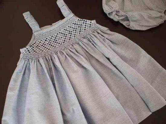 f9d19ce1f774f スモッキング刺繍 ベビードレス 《パンツ付》 - ハンドメイド刺繍&輸入子供服のお店 Tierra