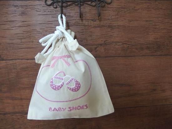 ハンドメイド刺繍*コットン巾着M 《ベビーシューズ/ピンク》