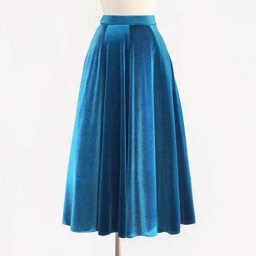 深みと輝きのフレアスカート