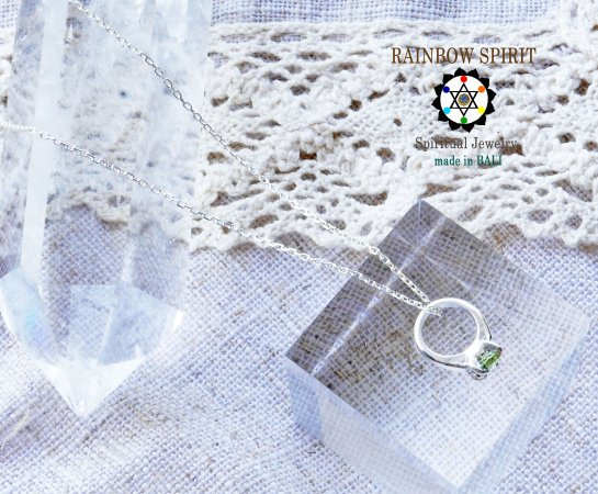 [Silver925]ペリドットのシルバーベビーリング・シルバーチェーン付き(8月の誕生石)