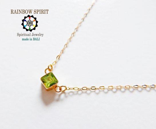 【GOLD K18YG】スクエア型のペリドットの18金・イエローゴールドネックレス(K18刻印あり)(8月誕生石)
