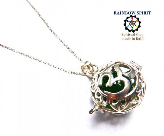 《バリ島ガムランボール》[Silver925]バリ島の神様「OM(オーム)」の中身が取り出せるシルバーネックレス(ジェイド/翡翠…