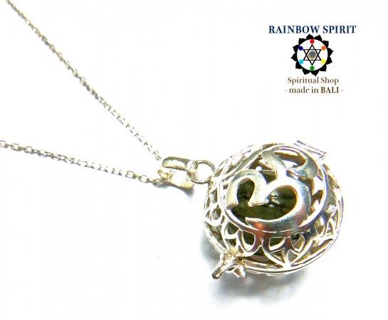 《バリ島ガムランボール》[プラチナコーティング / Pt1000PP]バリ島の神様「OM(オーム)」の中身が取り出せるプラチナネックレス(ラブラドライト…