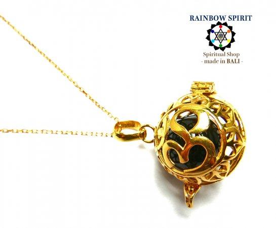 《バリ島ガムランボール》[純金コーティング/GOLD K24RGP]バリ島の神様「OM(オーム)」の中身が取り出せるゴールドネックレス(オニキス/黒瑪瑙…