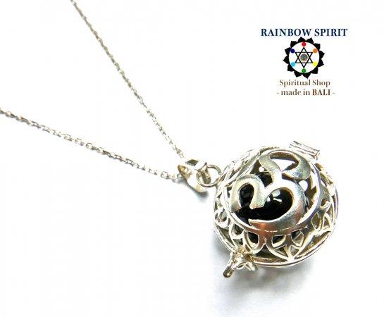 《バリ島ガムランボール》[Silver925]バリ島の神様「OM(オーム)」の中身が取り出せるシルバーネックレス(オニキス/黒瑪瑙…