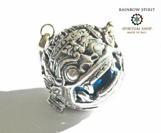 [Silver925]バリ島の神様「バロン」の中身が取り出せるシルバーペンダント(ターコイズ)