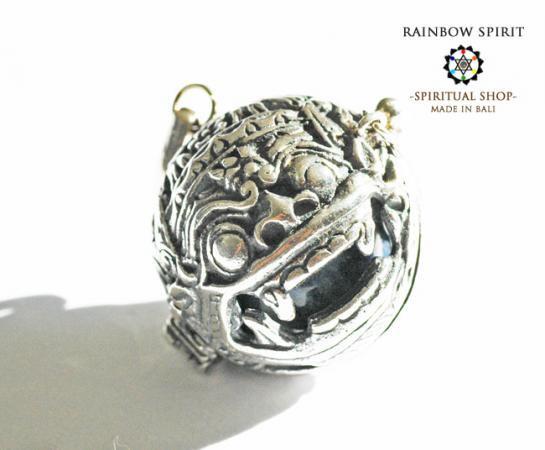 [Silver925]バリ島の神様「バロン」の中身が取り出せるシルバーペンダント(ソーダライト)