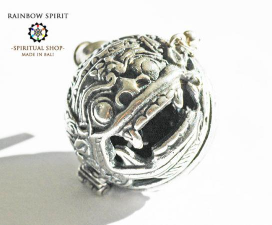 [プラチナ加工 / Pt1000PP]バリ島の神様「バロン」の中身が取り出せるペンダント(ラブラドライト)