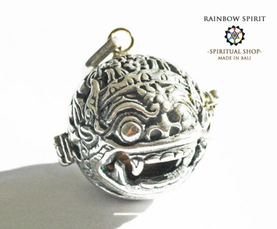 [プラチナ加工 / Pt1000PP]バリ島の神様「バロン」の中身が取り出せるペンダント(タイガーアイ)
