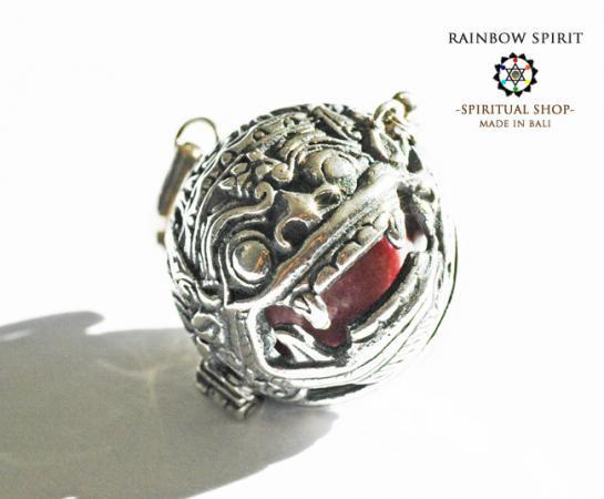 [プラチナ加工 / Pt1000PP]バリ島の神様「バロン」の中身が取り出せるペンダント(ロードナイト)