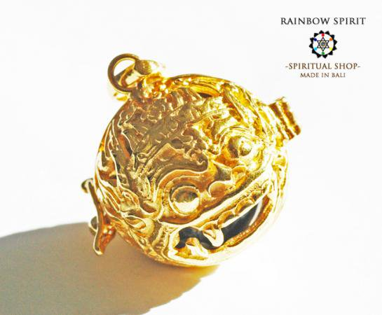 [K24RGP]バリ島の神様「バロン」の中身が取り出せる純金コーティングペンダント(ソーダライト)