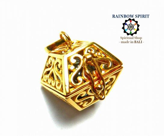 [GOLD K24RGP]ハート模様のスクエア型の中身が取り出せる純金コーティングペンダント(ヘマタイト)