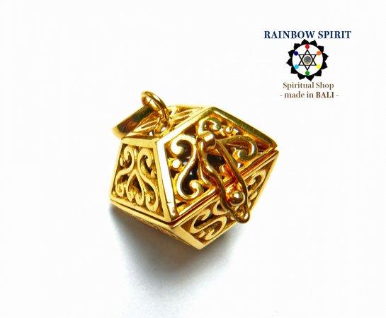 [K24RGP]ハート模様のスクエア型の中身が取り出せる純金コーティングペンダント(スモーキークォーツ)