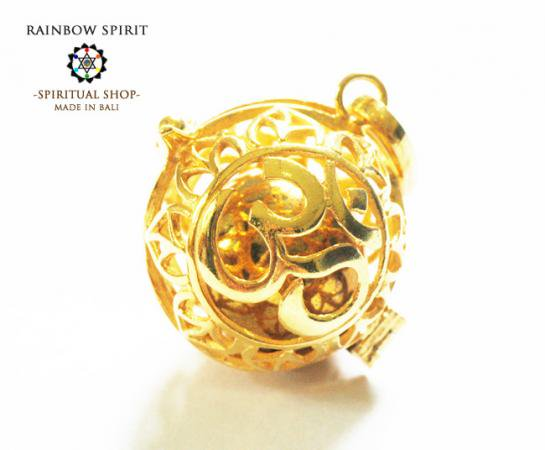 《バリ島ガムランボール》[純金コーティング/GOLD K24RGP]バリ島の神様「OM(オーム)」のガムランボール/ゴールドペンダント(オープンタイプ)