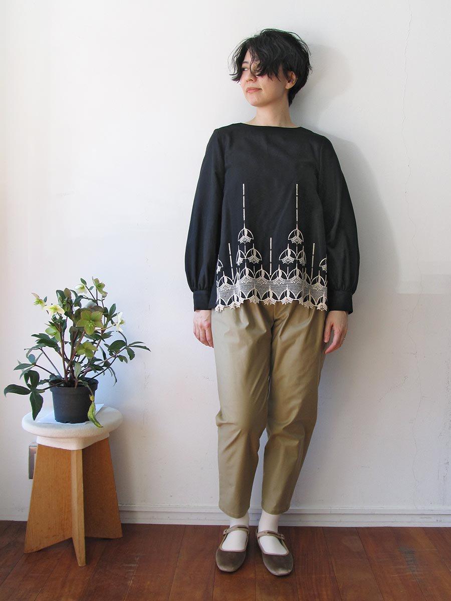 エンブロイダリーブラウス(2020-21 Autumn Collection) 10