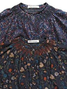 LIBERTY PRINTスモッキング刺繍ブラウス(2020-21 Autumn Collection)
