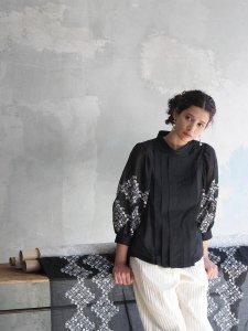 プチフルール刺繡ワイドタックブラウス(2021 Spring Collection)