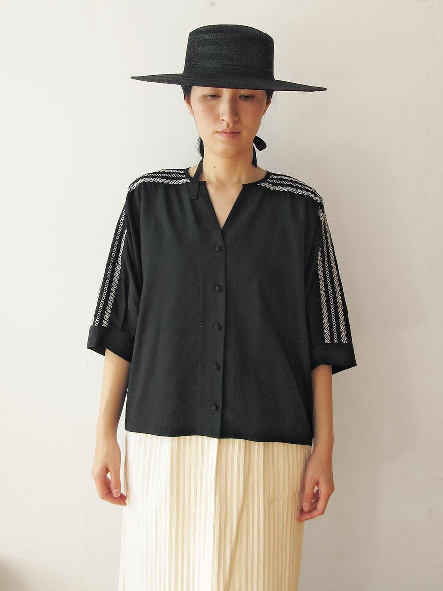ピンタック×刺繍ブラウス(2021 Summer Collection) 11