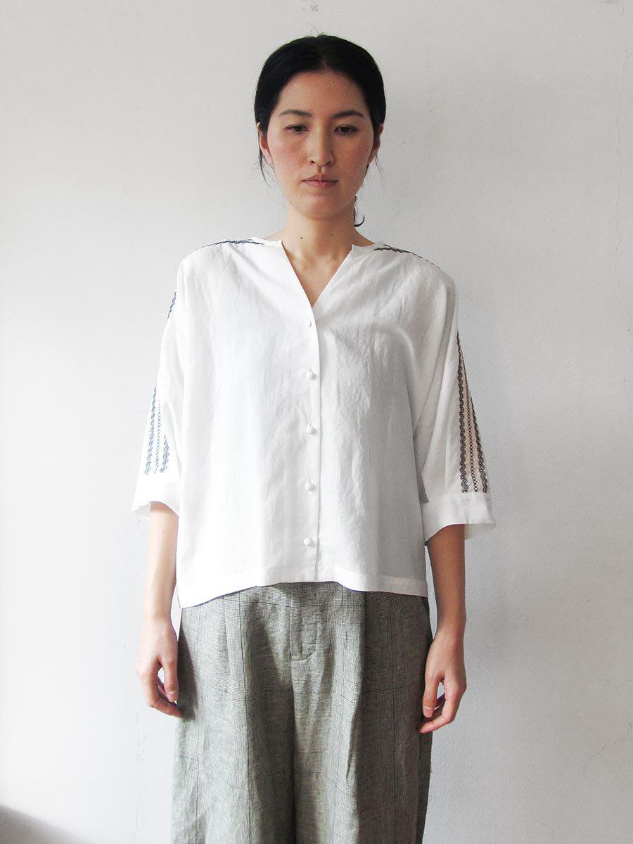 ピンタック×刺繍ブラウス(2021 Summer Collection) 5