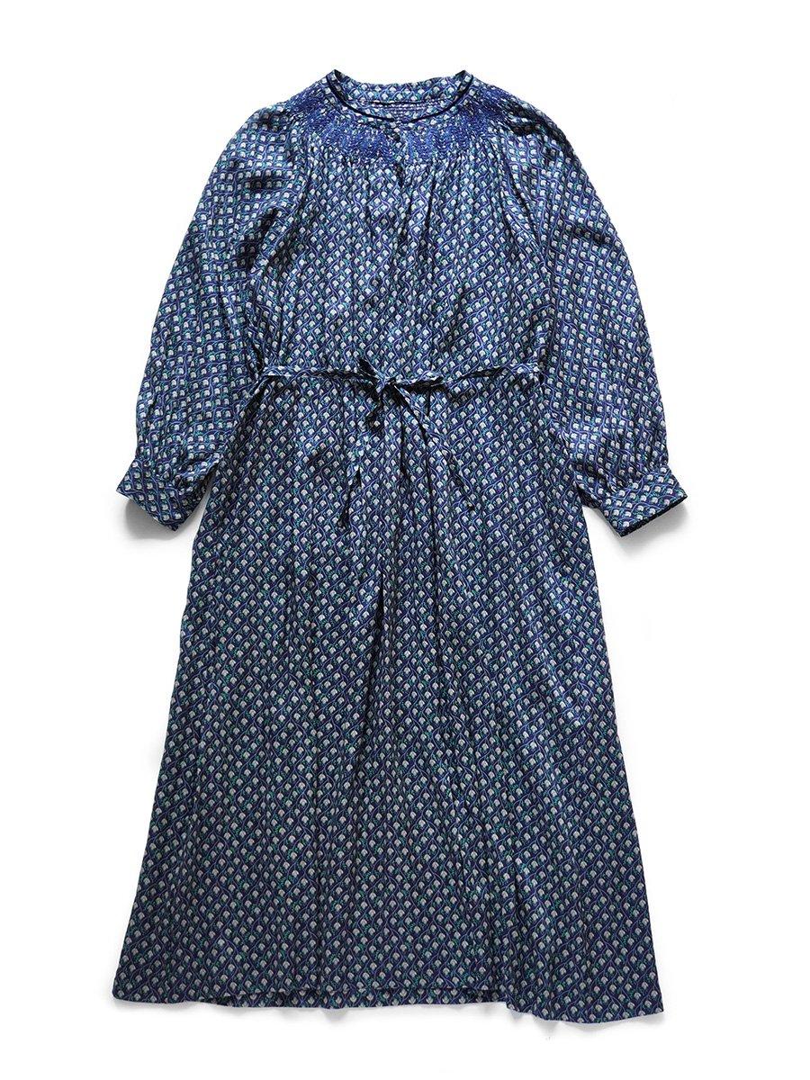 LIBERTY PRINTスモッキング刺繍ドレス(2021-22 Autumn Winter Collection) 11