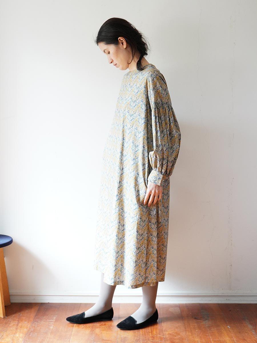 LIBERTY PRINTギャザースリーブドレス(2021-22 Autumn Winter Collection) 18