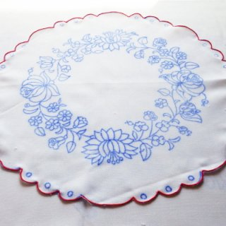 ハンガリー刺繍図案入りクロス 縁付き 36cm