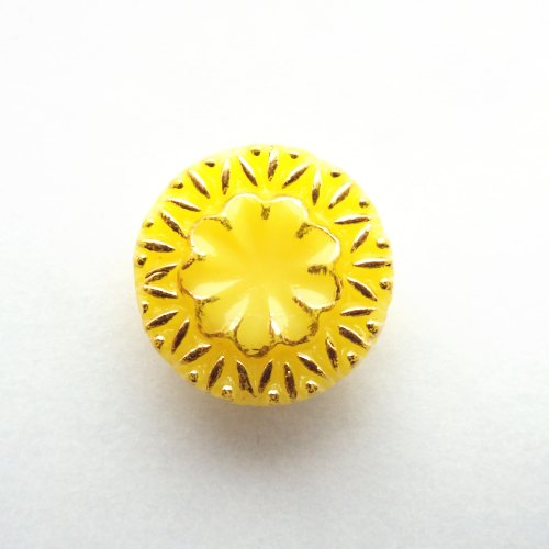 チェコのガラスボタン 黄色13mm