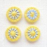 チェコの糸ボタン14mm黄色/水色
