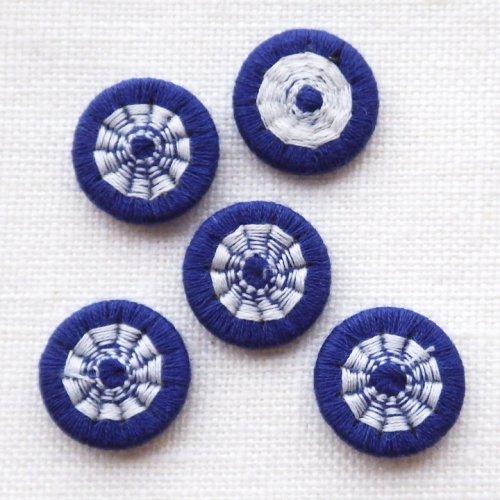 チェコの糸ボタン14mm 濃紺と白