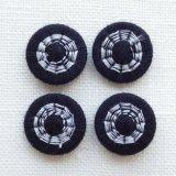 チェコの糸ボタン14mm 黒/グレー