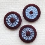 チェコの糸ボタン16mm チョコレート/水色