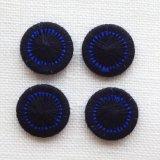 チェコの糸ボタン13mm黒と青