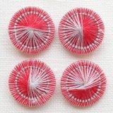 チェコの糸ボタン 赤とパールグレー