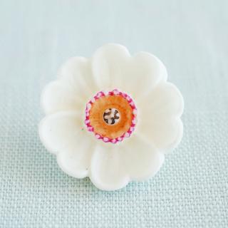 白いお花のボタン ドイツ製