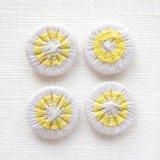 チェコの糸ボタン 14mm  パールグレー/黄色