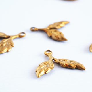 ヴィンテージ 葉っぱのパーツ(4個)