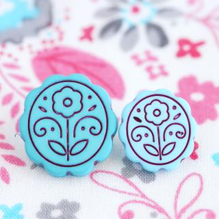ターコイズブルーのお花のボタン