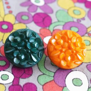 花のレリーフのボタン フランス製