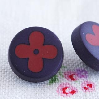 ネイビーの花柄ボタン フランス製