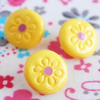 ボタン 小花レモン色