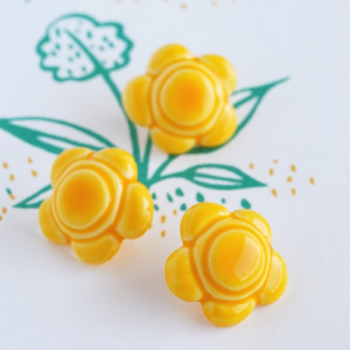 ボタン 黄色いお花
